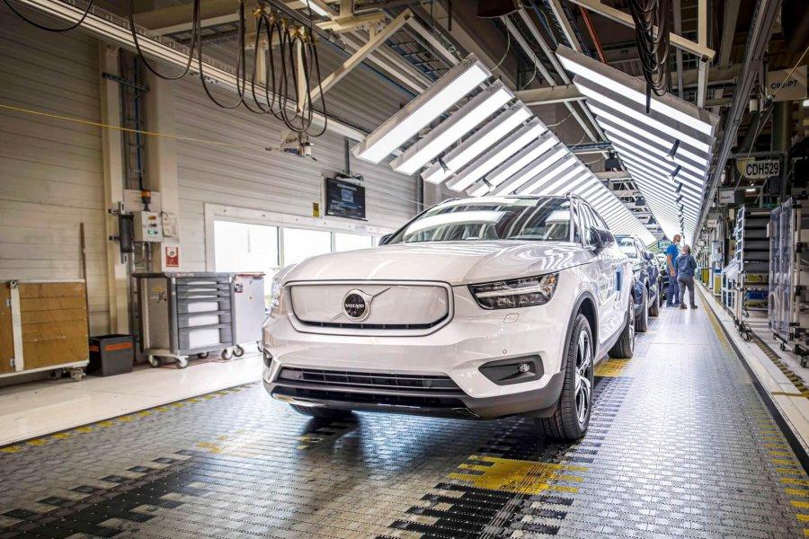 Volvo начинает производство первого электрокара XC40 Recharge P8